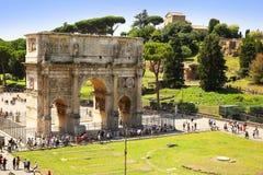 Der Konstantinsbogen (ACRO di Costantino) ist ein Triumphbogen Stockbilder