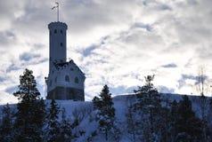 Der Kontrollturm auf dem Hügel Stockbilder