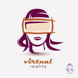 Der Kopf der Frau in der VR-Glasikone Stockfotografie