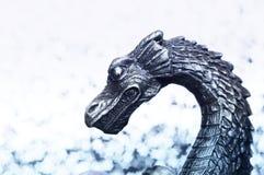 Der Kopf des metallischen Drachen Lizenzfreies Stockfoto