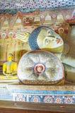 Der Kopf von stützendem Buddha in Dambulla-Höhle Lizenzfreies Stockfoto