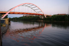 Der Koran-Veteranen-Boulevard-Brücke Cumberland River Nashville Tennessee Stockbilder