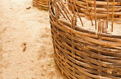 Der Korb füllte mit Sand aus Lizenzfreies Stockfoto