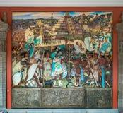 Der Korridor des nationalen Palastes mit dem berühmten Wandgemälde die Totonac-Zivilisation durch Diego Rivera - Mexiko City, Mex lizenzfreie stockfotos