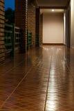 Der Korridor im Gebäude Lizenzfreie Stockfotos