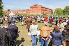 Der Kreis von Zuschauern des Viking-Turniers Lizenzfreie Stockfotos