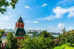 Der Kreml-Ausflug 29: Moskau-Fluss und -stadt als gesehenes f stockfotos