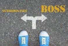 An der Kreuzung zu machen Entscheidung, - Untergebene oder Chef Stockfotos
