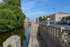 Der Kryukov-Kanaldamm in St Petersburg Lizenzfreies Stockfoto