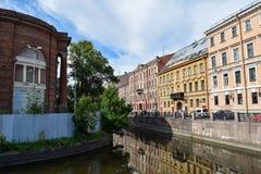Der Kryukov-Kanaldamm in St Petersburg Stockbild
