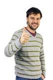 Der lächelnde Mann, der Daumen gibt, up Zeichen Lizenzfreies Stockfoto