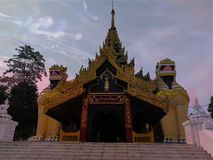 Der Löwe-König von Myanmar lizenzfreie stockbilder