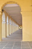 Der lange Korridor. Lizenzfreie Stockfotos