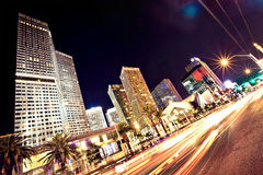Der Las- Vegasstreifen nachts stockfotos