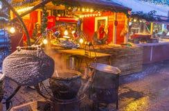 Der Lebensmittelstall im Weihnachtsmarkt Stockbilder