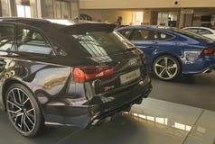 Der Lebensstilindustrie Ukraine Kiew am 25. Februar 2018 Marken-Darstellungsluxusneuwagen moderne in Audi Motor Lizenzfreies Stockbild