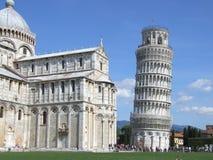 Der lehnende Kontrollturm von Pisa und von Duomo lizenzfreies stockfoto