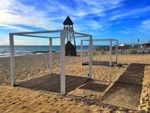 Der Leibwächterturm auf dem Strand Playa Paraiso in karibischem Meer Stockfotografie