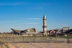 Der Leuchtturm auf dem Strand in Warnemuende, Deutschland Stockfoto