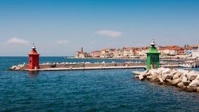 Der Leuchtturm in der Stadt Piran stockfotografie