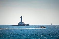 Der Leuchtturm im Meer stockfoto