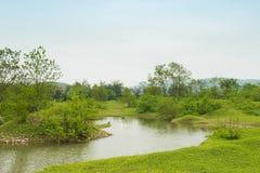 Der Li-Fluss auf beiden Seiten von der Hirtenlandschaft Stockfotografie