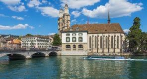 Der Limmat-Fluss in der Stadt von Zürich Stockbilder