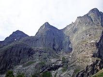 Der linke Rand der Schleppangel-Wand Trolltind in Norwegen- - Europa-` s nur vertikale Meile von stein- größtenteils überhängen lizenzfreies stockbild