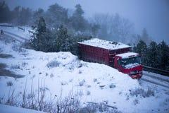 Der LKW und der Schnee Stockfotos
