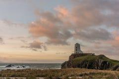 Der Llanddwyn-Inselleuchtturm, Twr Mawr bei Ynys Llanddwyn auf Anglesey, Nord-Wales stockfoto
