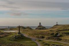 Der Llanddwyn-Inselleuchtturm, Twr Mawr bei Ynys Llanddwyn auf Anglesey, Nord-Wales lizenzfreies stockbild