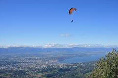 In der Luft über Genf Stockbilder