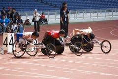 Der Männer 100 Meter Rollstuhl-Rennen- Stockfotografie