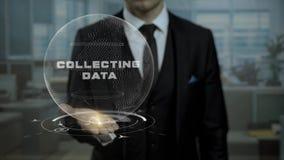 Der männliche Banker hält lebhafte Cyber Erde mit Wörtern Daten im Büro sammelnd stock footage