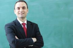 Der männliche Lehrer im Klassenzimmer Stockfoto