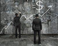 Der Manager, der Geschäftsmannzeichnungs-Geschäftskonzept betrachtet, kritzelt Lizenzfreie Stockfotos