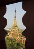 Der Mandalay-Palast gestaltet in der Architektur lizenzfreie stockfotos
