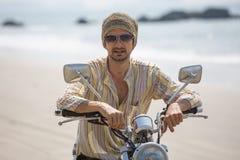 Der Mann auf einem Motorrad Stockbilder