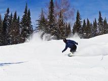 Der Mann auf einem Snowboard Lizenzfreie Stockfotografie