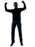 Der Mann das glückliche siegreiche Schattenbild springend in voller Länge Lizenzfreie Stockfotografie