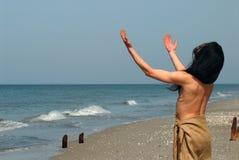 Der Mann in dem Meer stockbilder