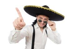 Der Mann, der den mexikanischen Sombrero lokalisiert auf Weiß trägt Lizenzfreie Stockfotografie