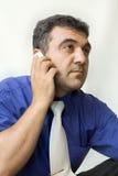 Der Mann, der durch Telefon benennt Lizenzfreies Stockfoto