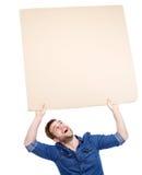 Der Mann, der leeres Plakat hält, melden sich an stockbilder