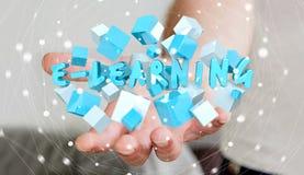 Der Mann, der sich hin- und herbewegendes 3D hält, übertragen E-Learning-Darstellung mit Würfel Lizenzfreie Stockfotografie