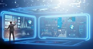 Der Mann, der virtuellen Knopf im Data - Mining-Konzept bedrängt Lizenzfreies Stockbild