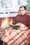 Der Mann in einem Lehnsessel Lizenzfreies Stockfoto