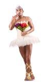 Der Mann im Ballettröckchen, das Balletttanz durchführt Stockbilder