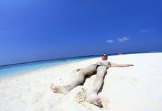 Der Mann im Sand Stockfotografie