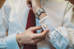Der Mann im weißen Hemd Stockfoto